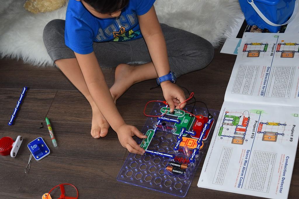 6 Simple Tips to Homeschool a preschooler + FREE Homeschool Planner